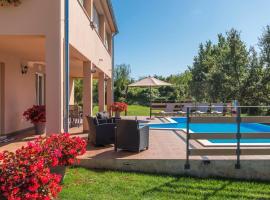 Apartment Kata with Private Pool, hotel in Radetići