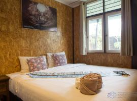 Aenguy Hostel, hotel with pools in Sukhothai