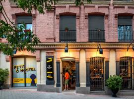 Petit Hostel, hotel in Madrid