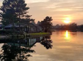 Keer lodge - Pine Lake Resort, hotel in Carnforth