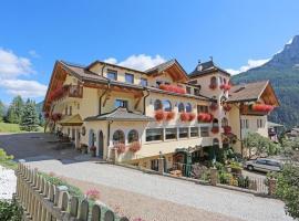 Family Hotel La Grotta, hotel in Vigo di Fassa