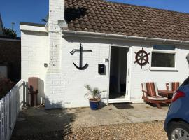8 FairLight Chalets, hotel near Chichester Harbor, South Hayling