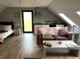 Lakeside Studio 1 Loft Apartment, hotel in Enniskillen
