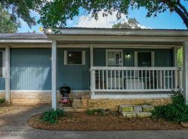 Honky Tonk Hillcountry Haven, vacation rental in Austin