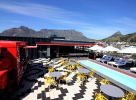Radisson RED Hotel V&A Waterfront Cape Town, отель в Кейптауне