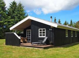 Three-Bedroom Holiday home in Blokhus 14, overnatningssted i Blokhus