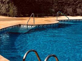 les reflets, hotel in Saint-Cyprien-Plage