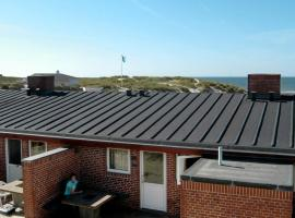 Two-Bedroom Holiday home in Henne 7, overnatningssted i Henne Strand