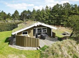 Three-Bedroom Holiday home in Blokhus 20, overnatningssted i Blokhus