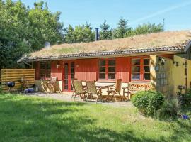 Three-Bedroom Holiday home in Blokhus 26, overnatningssted i Blokhus