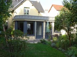 Chambre d'hôtes sur jardin acces PMR, budget hotel in Caen