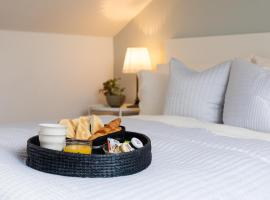 Guildford Town Loft Apartment, hotel near Stoke Park, Guildford