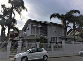 Linda casa 4 quartos no melhor bairro de Floripa, casa de temporada em Florianópolis