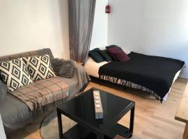 Studio indépendant près cap canaille avec terrasse, hotel in La Ciotat