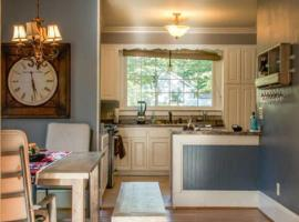 The Cool Blue Bungalow Close to the Best of Columbia, vacation rental in Columbia