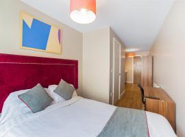 OYO Vincent Apartments, hotel near Albert Dock, Liverpool