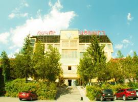 Vosku Ashxarh Hotel, отель в Цахкадзоре