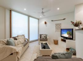 Beachfront Villa - Direct beach access, vacation home in Port Douglas