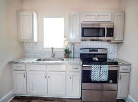 Beautiful Guest House on New Built Home Near Downtown, vacation rental in San Antonio