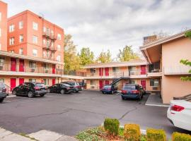 Econo Lodge City Center, motel in Portland