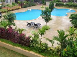 Most convenient 2 BR apartment in central Anjuna, hotel with pools in Anjuna