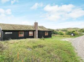 Quaint Holiday Home with Terrace in Jutland, overnatningssted i Henne Strand