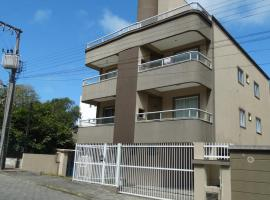 Apto a 150 metros do Mar rua Rouxinol, apartment in Bombinhas