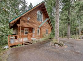 Brooke and Dan's Retreat -3 bedroom home plus a 2 bedroom apartment, hotel in Government Camp