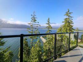 Spectacular Oceanfront Haven, hotel in Port Renfrew