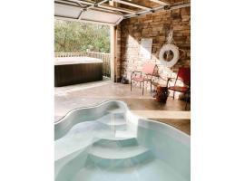 Mountain Splash -heated indoor pool, hot tub, arcade game room, cabin in Pigeon Forge