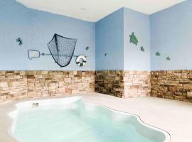 Splash of Moonshine -heated indoor pool, hot tub, arcade game room, cabin in Pigeon Forge
