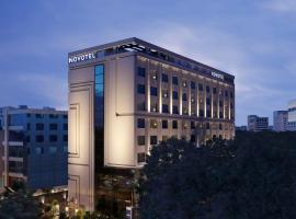 Novotel Chennai Chamiers Road - An Accor Brand, hotel in Chennai