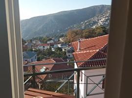Karavos Hotel, hotel in Portaria