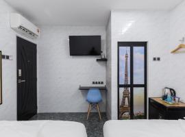 Lee Luxury Home, inn in Gelugor