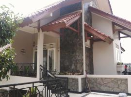 Villa Puri Gunung Geulis, apartment in Bogor