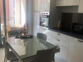 West bay, budget hotel in Menton