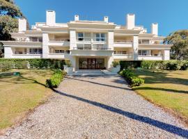 Apartamentos en Green Park, hotel near Capitán de Corbeta Carlos A. Curbelo International Airport - PDP,