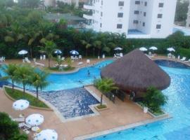 Apartamento lazer na rua da praia, hotel em Riviera de São Lourenço