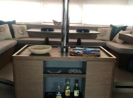 Ohana House Boat, boat in Palermo