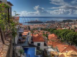 Number 15 Ocean & City View Villas, hotel cerca de Jardín Tropical Monte Palace, Funchal