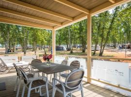 Mobile Homes Premium Relax Park Umag by Camp4You, luxury hotel in Umag