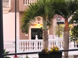 Dreamhouse Los Altos, hotel in La Herradura