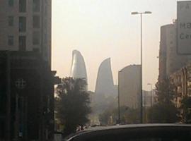 Izmir Apartment, hotel perto de Park of Officers, Baku