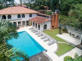 Villa San Ignacio, hotel in Alajuela