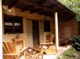 Atitlan life - La Cabañita Escondida, hotel in Santa Cruz La Laguna