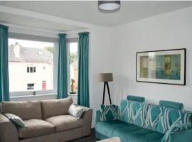 Lovely Edinburgh Apartment With Parking - Sleeps 6, hotel in Edinburgh