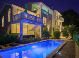 Residencia La Famiglia, hotel with pools in Klimno