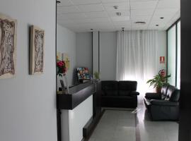 Hotel Barajas Plaza, hotel cerca de Aeropuerto Adolfo Suárez Madrid - Barajas - MAD, Madrid