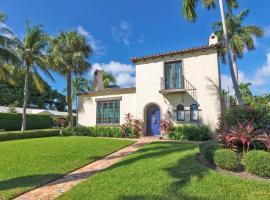 New Listing! Enchanting Spanish-Style Villa Home, villa in West Palm Beach