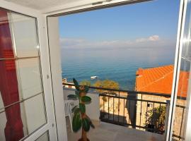 Apartment Suzi - 10 m from sea, hotel v destinaci Sutivan